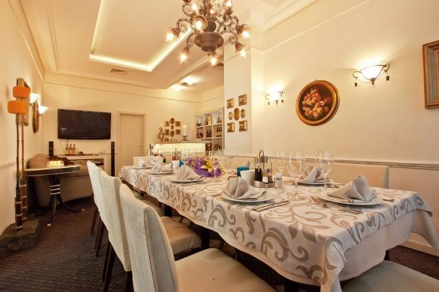 Интериорна фотография на ресторант Проя