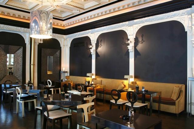 Интериорна фотография на кафе Опера